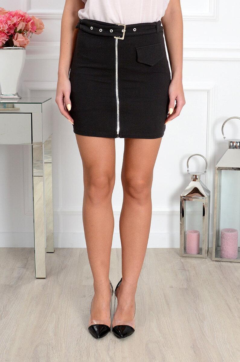 0a96da0917c7 Dámska čierna sukňa s opaskom