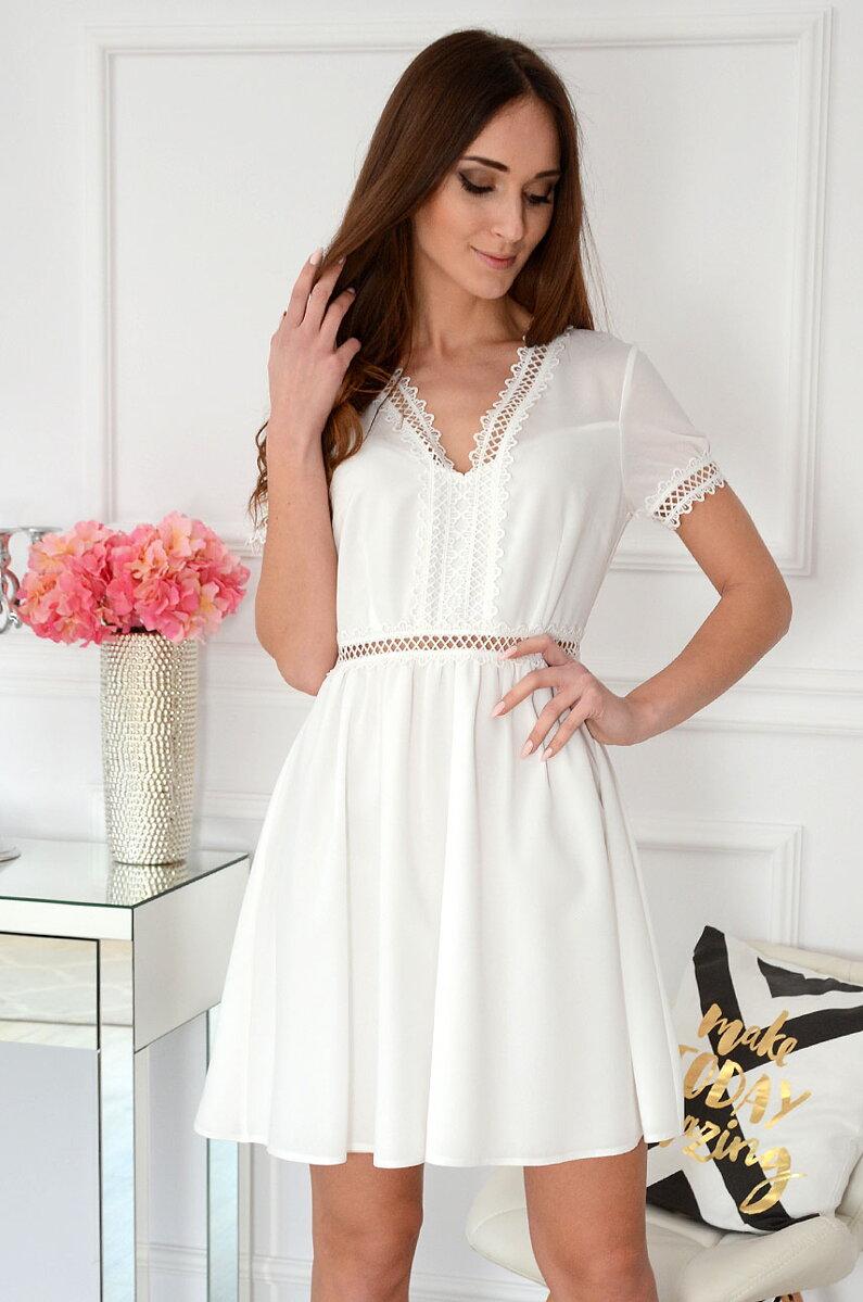 9d500f19b342 Jemné dievčenské šaty v bielej farbe