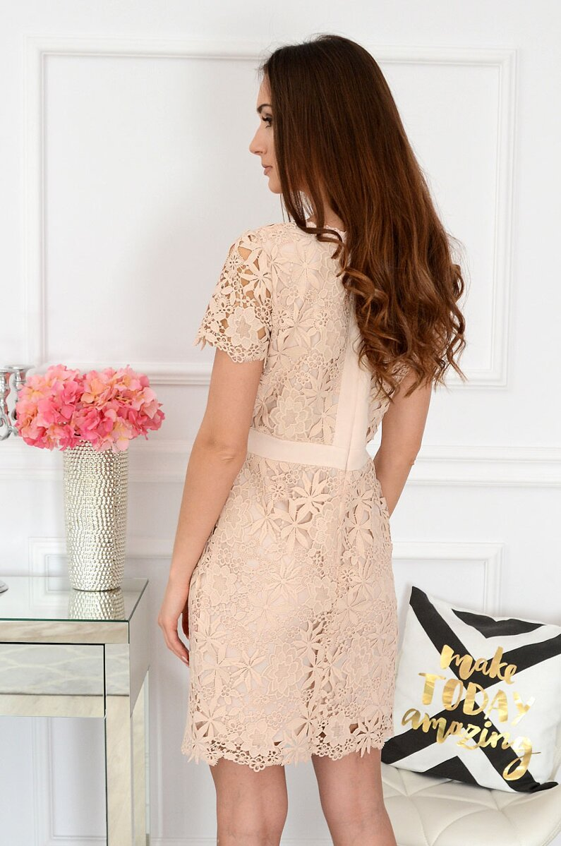 3a9b086a2319 Spoločenské dámske šaty v béžovej farbe