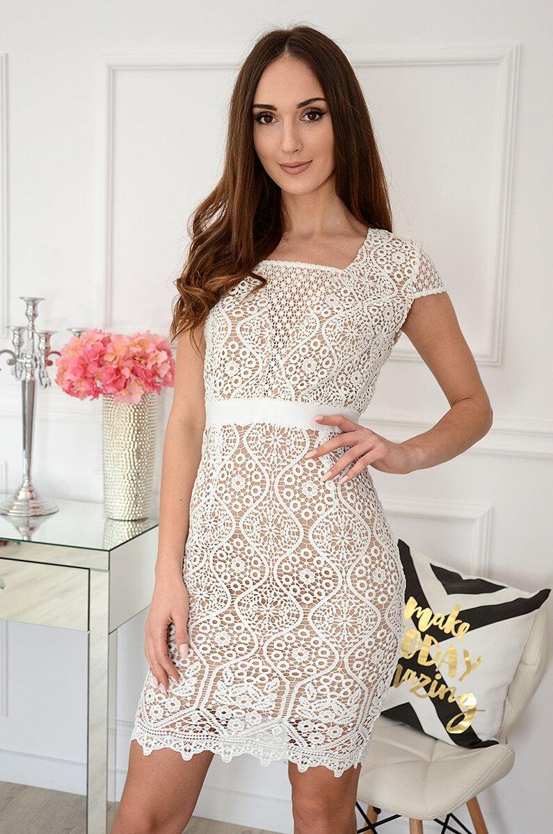 0d78f0e95f19 Luxusný model - krajkované šaty