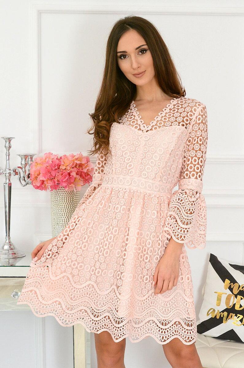 03ea68ed9bbd Spoločenské šaty z krajky v púdrovej farbe
