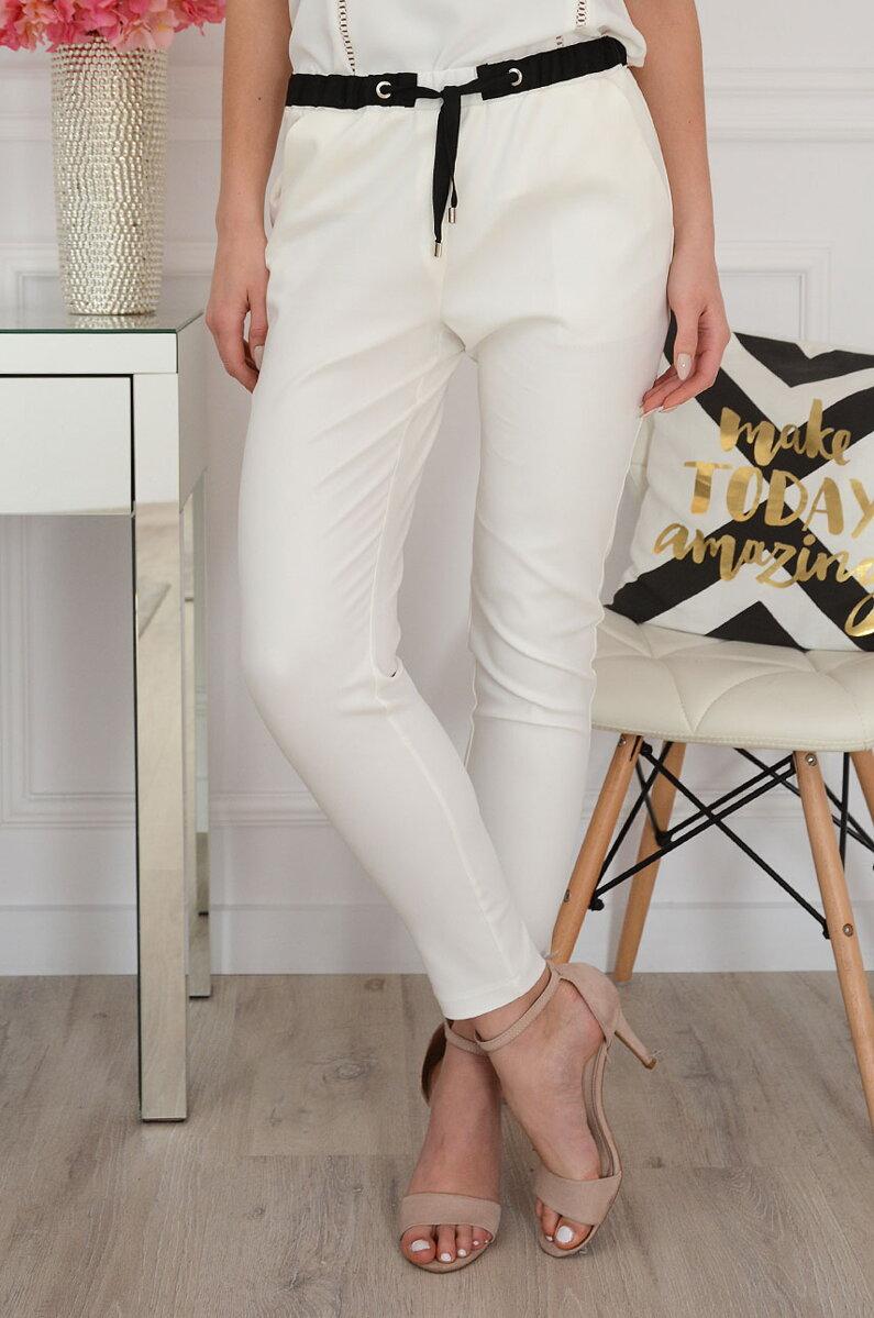 a781d8408c9a Elegantné smotanovo-biele nohavice Lovato